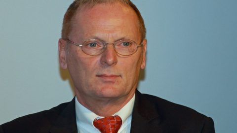 Höhere Netzentgelte für Eigenversorger wünscht BNetzA Präsident Homann