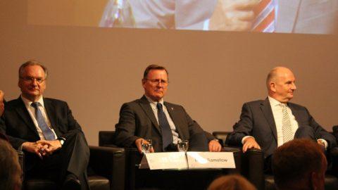 Ostdeutsches Energieforum: Drei Stühle, zwei Meinungen