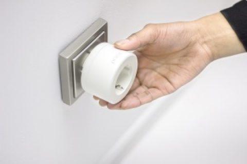 Intelligente Steckdose, die beim Stromsparen hilft