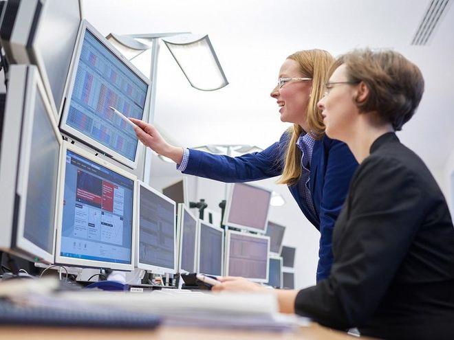 Daten, die in der Energiewirtschaft, wie hier an der Leipziger Strombörse EEX, seitens der Erzeuger, Netzbetreiber und Verbraucher massenhaft anfallen, ließen sich mit der Blockchain-Technologie manipulationssicher aufzeichnen, auswerten und abrechnen. Foto: EEX