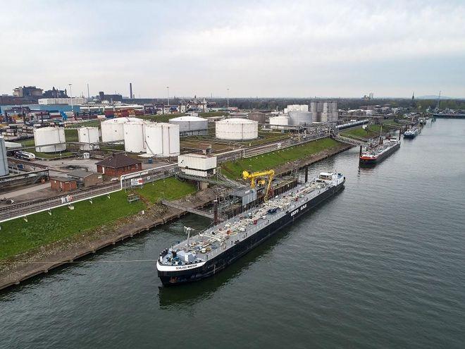 Die erste Schiffsladung mit Biopropan aus Rotterdam erreicht den Duisburger Hafen. Primagas Energie GmbH & Co. KG