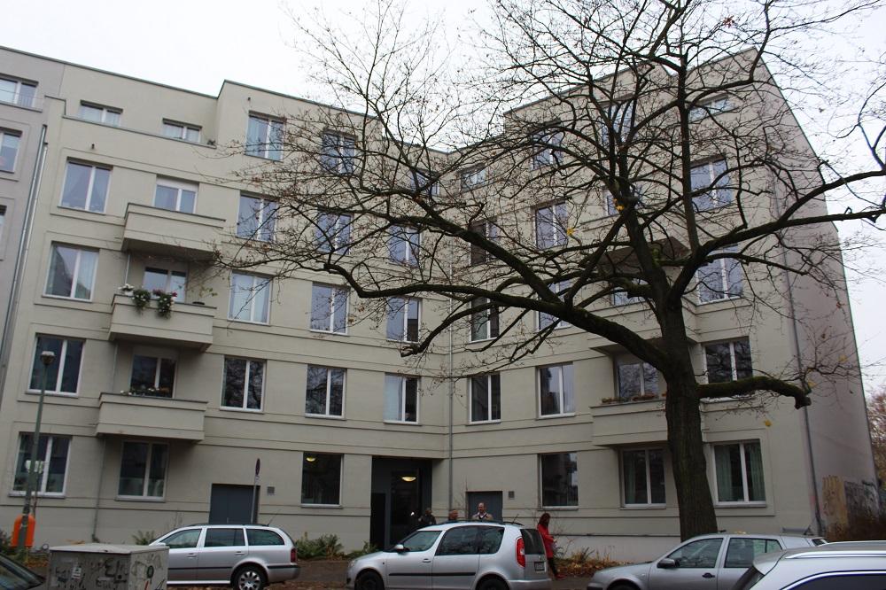 Wird mit Pellets beheizt. Mehrfamilienhaus in Pankow. Foto: Urbansky
