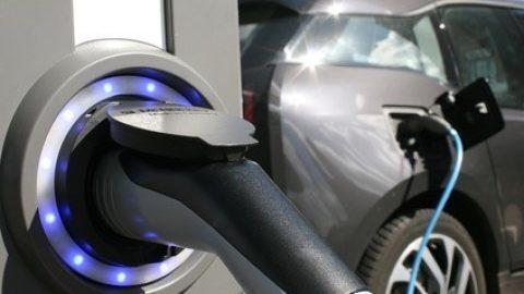 Elektrofahrzeuge und Verbrenner im Vergleich der Gesamtkosten